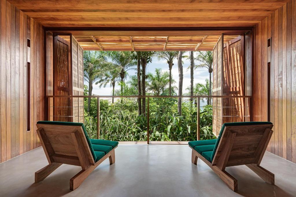 A seating area at Barracuda Beach Hotel