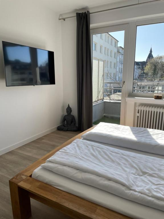 A bed or beds in a room at Ginius Homes - Train Station Apartments