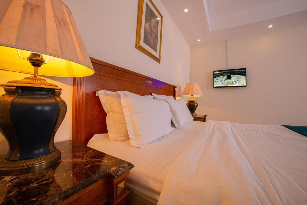 Cama ou camas em um quarto em Al Jawharah Al Awla