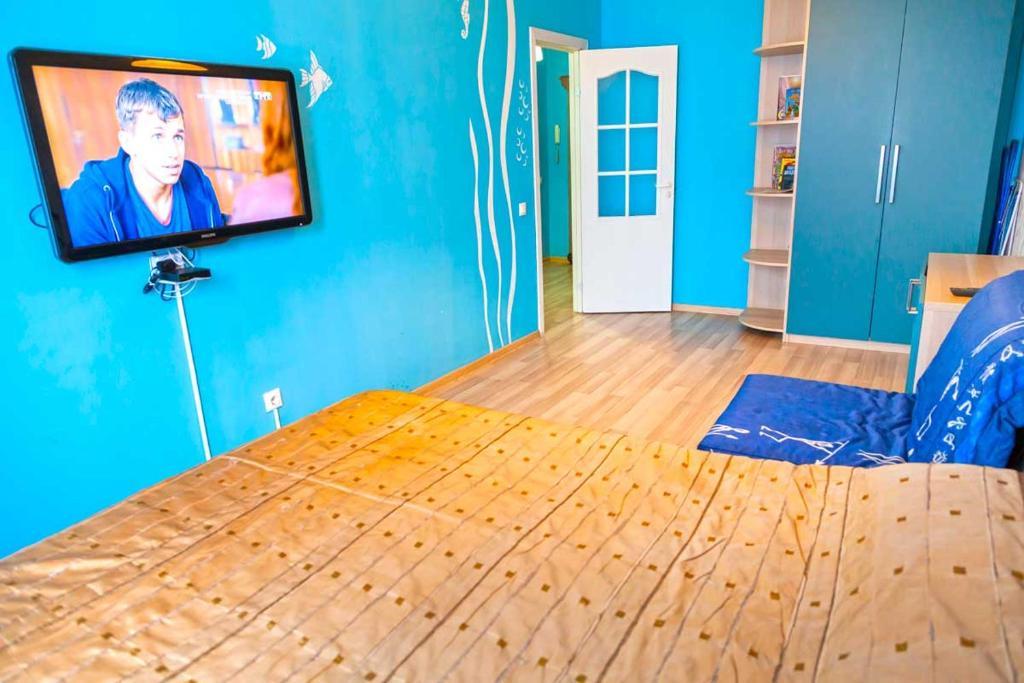 Телевизор и/или развлекательный центр в Apartments na 1 Maya 278