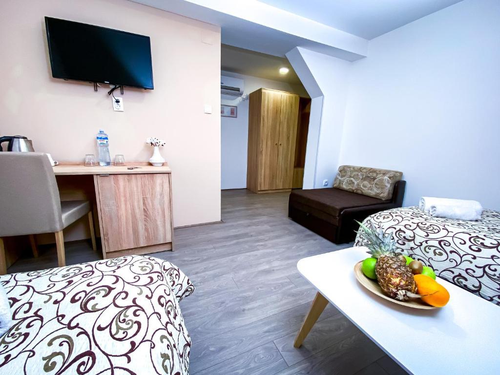 TV i/ili multimedijalni sistem u objektu Kiko apartmani