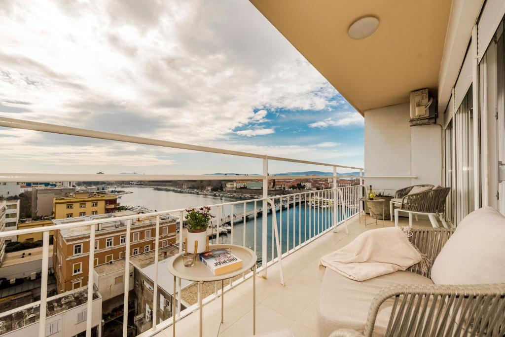 A balcony or terrace at Urban Luxury Apartment