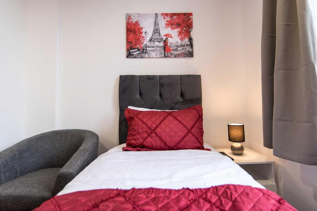 A bed or beds in a room at Sublime Stays Stylish Studios Stoke City Centre