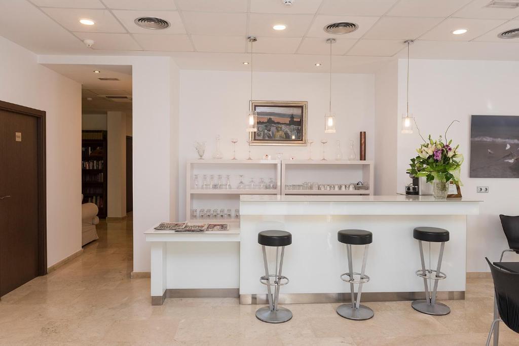 Кухня или мини-кухня в Hotel Roca-Mar