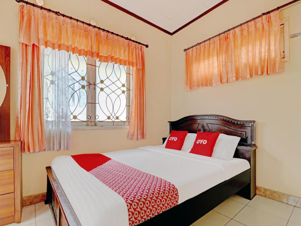 A bed or beds in a room at OYO 90329 Cipendawa Md38 Homestay