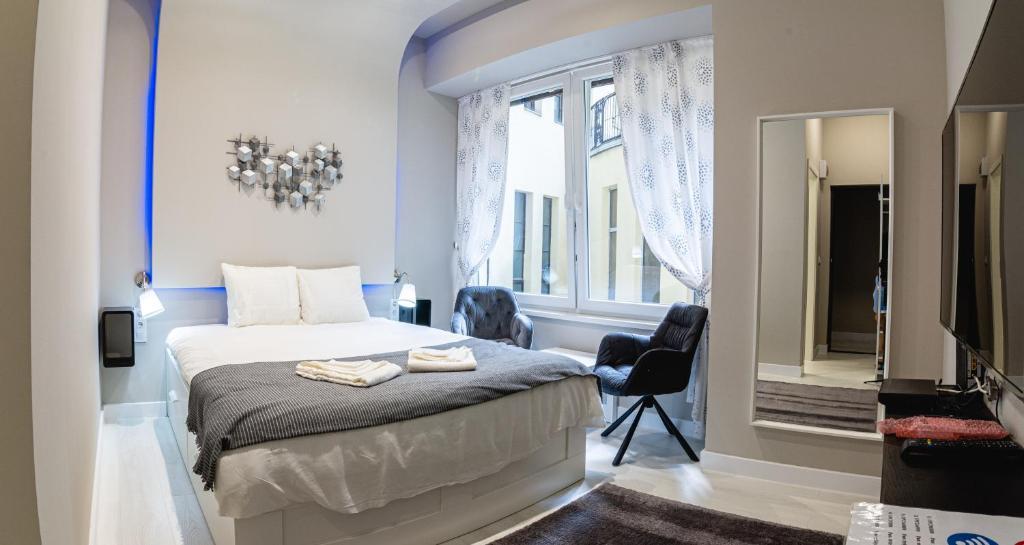 Postel nebo postele na pokoji v ubytování The Royals Downtown