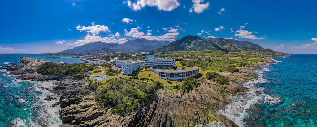 Vue panoramique sur l'établissement THE HOTEL YAKUSHIMA ocean & forest