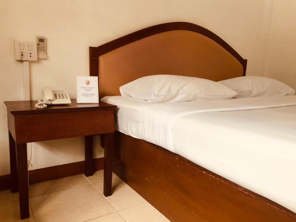 A bed or beds in a room at At Bangkok Hotel