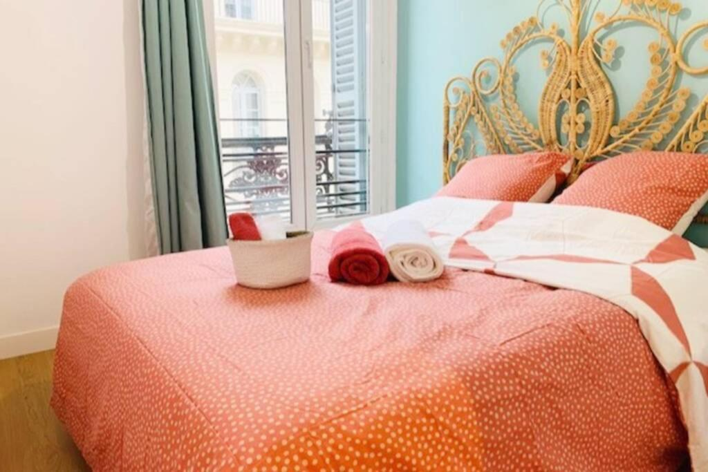 A bed or beds in a room at Appart Chic ☆ tout confort ☆ clim ☆ Vieux Port