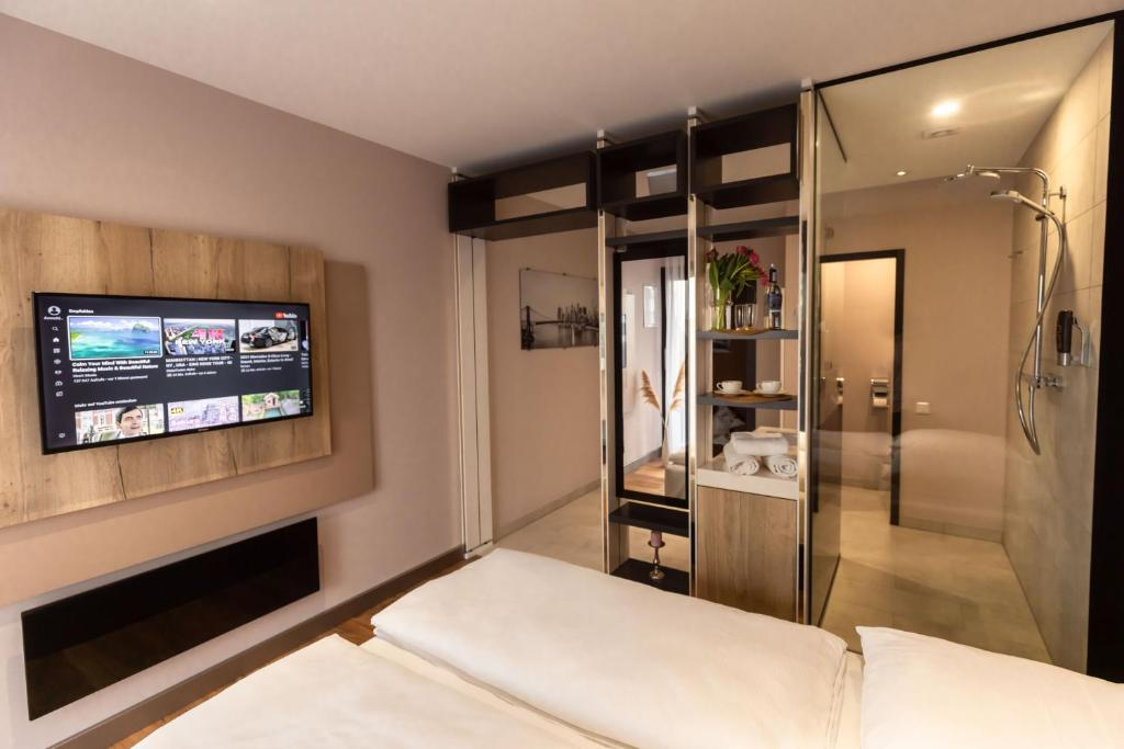 A television and/or entertainment centre at 24Seven Hotel Schwabach
