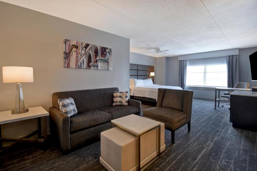 A seating area at Homewood Suites by Hilton Philadelphia-City Avenue