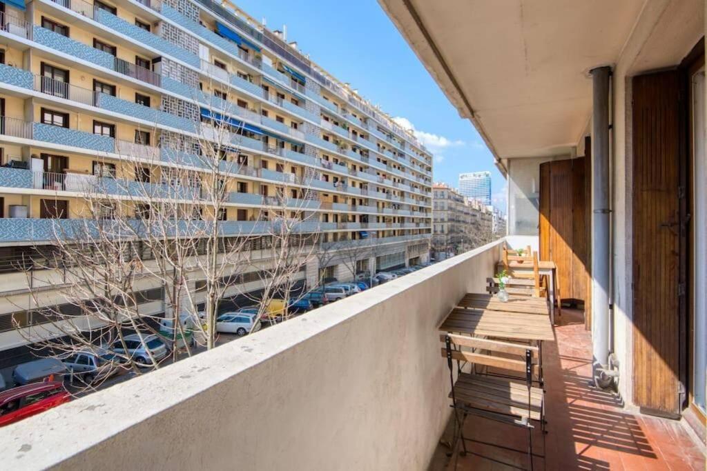 A balcony or terrace at T3 climatisé, balcon, entre Gare St-Charles & La Joliette