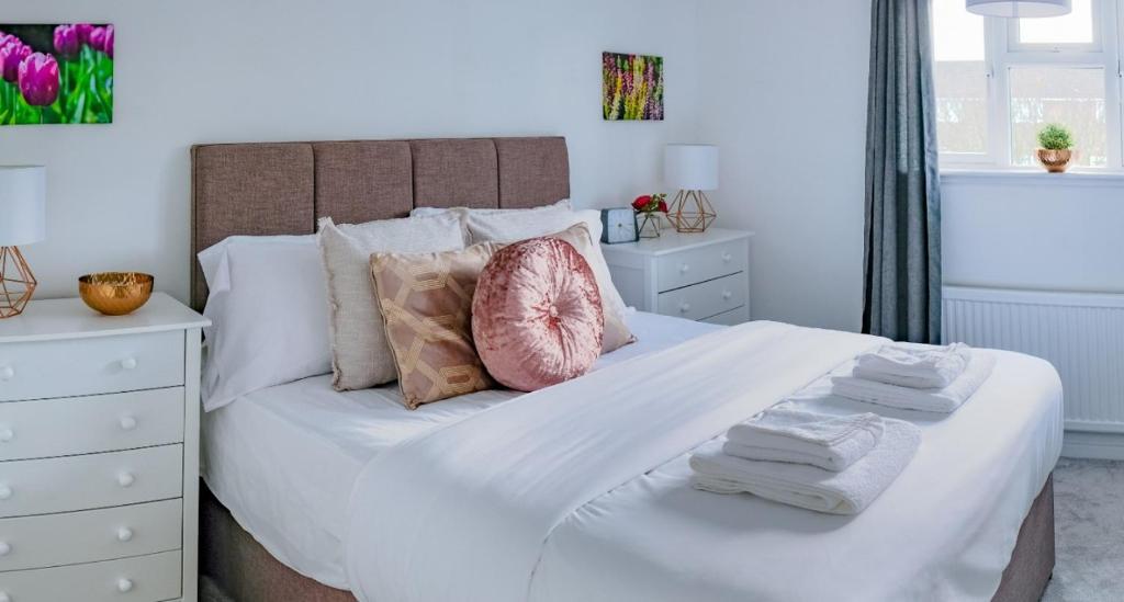 Artistic Modern Design Humphreys Lodge Chesterton Updated 2021 Prices