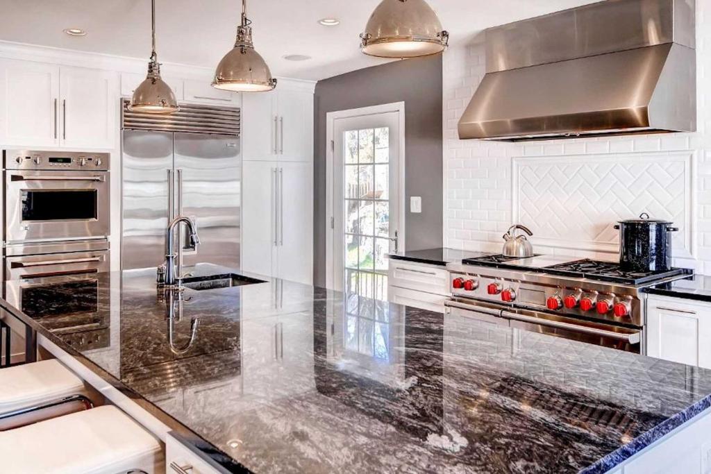Southern Style Home With Luxe Kitchen 15 Min To Dc Arlington Aktualisierte Preise Fur 2021