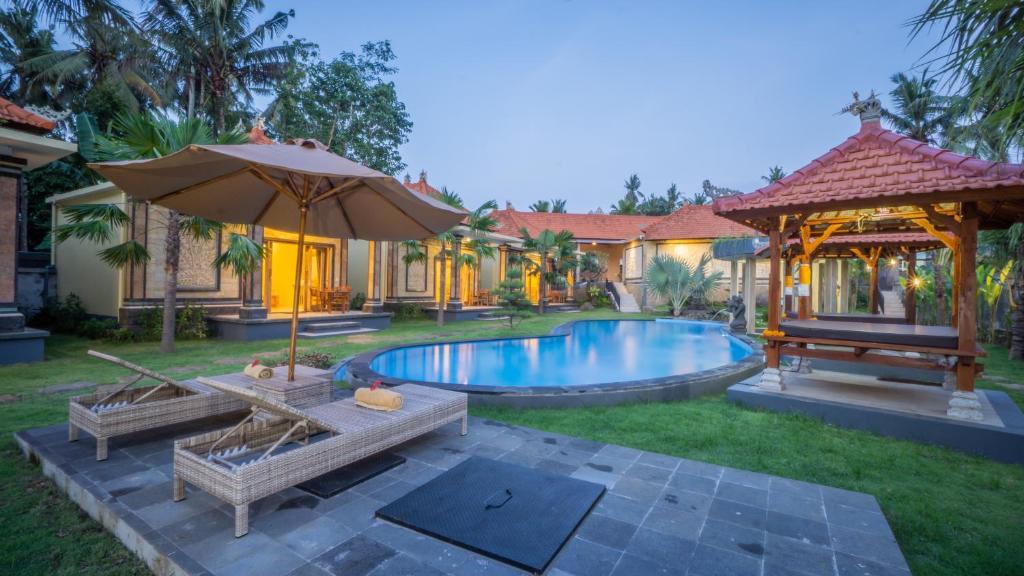 The swimming pool at or close to Abhirama Villas by Supala