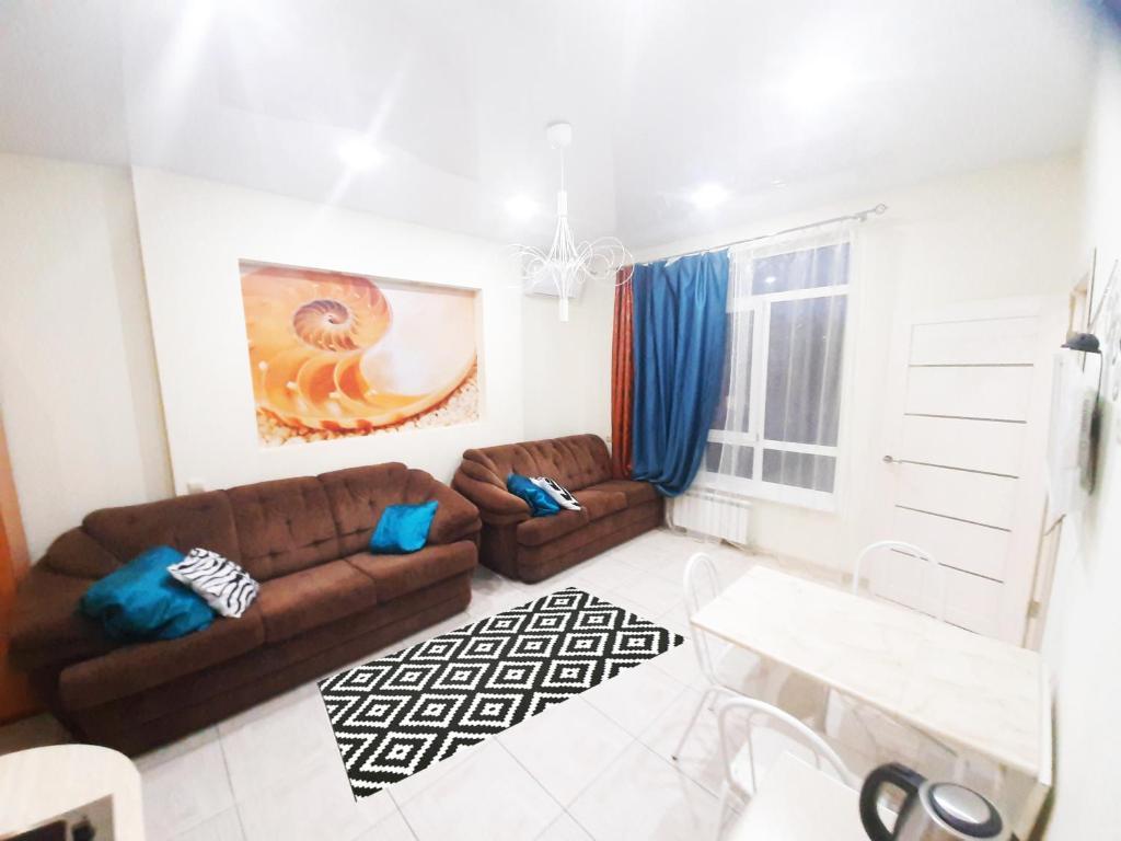 Гостиная зона в 2-Bedroom Apartment