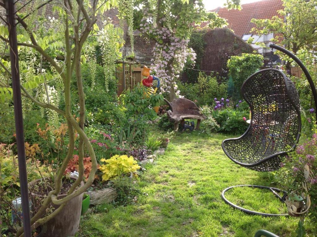 A garden outside chambre privée ds maison