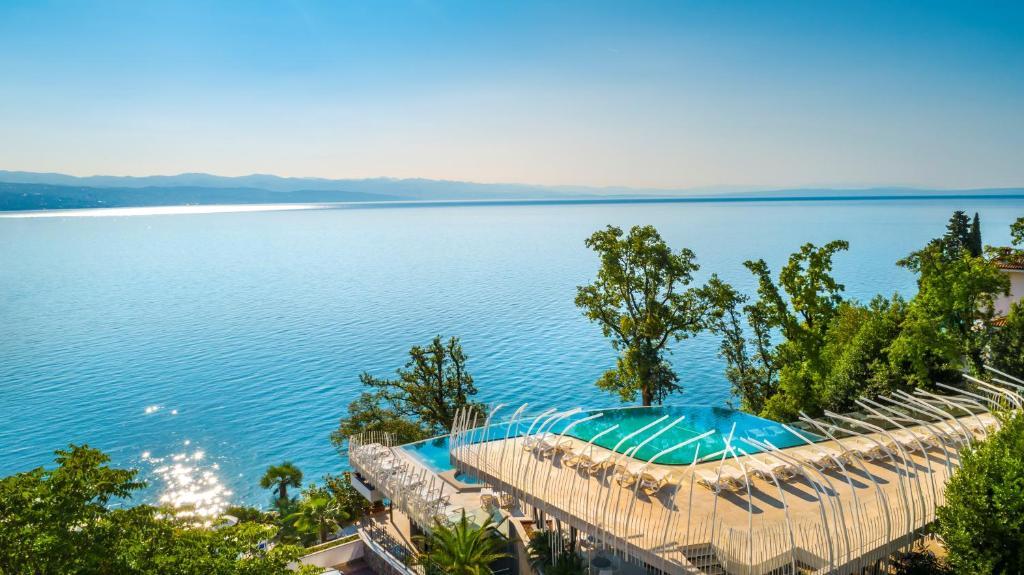 Bazen u ili blizu objekta Grand Hotel Adriatic