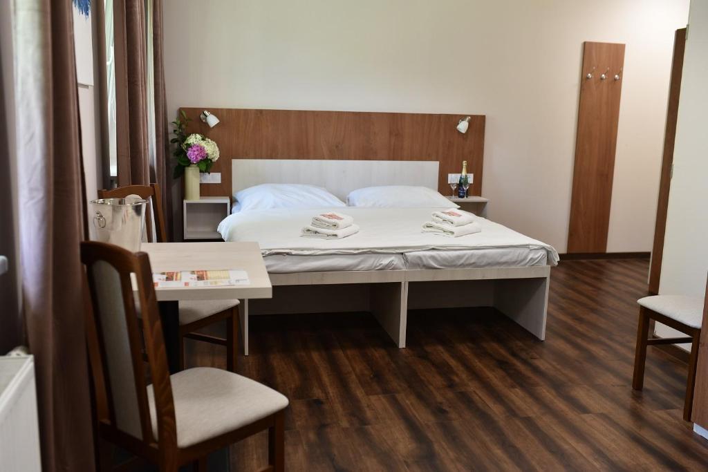 Postel nebo postele na pokoji v ubytování Wellness Hotel Bozeňov
