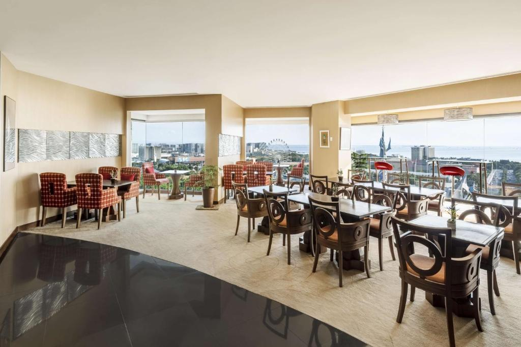 A restaurant or other place to eat at Jen Manila by Shangri-La