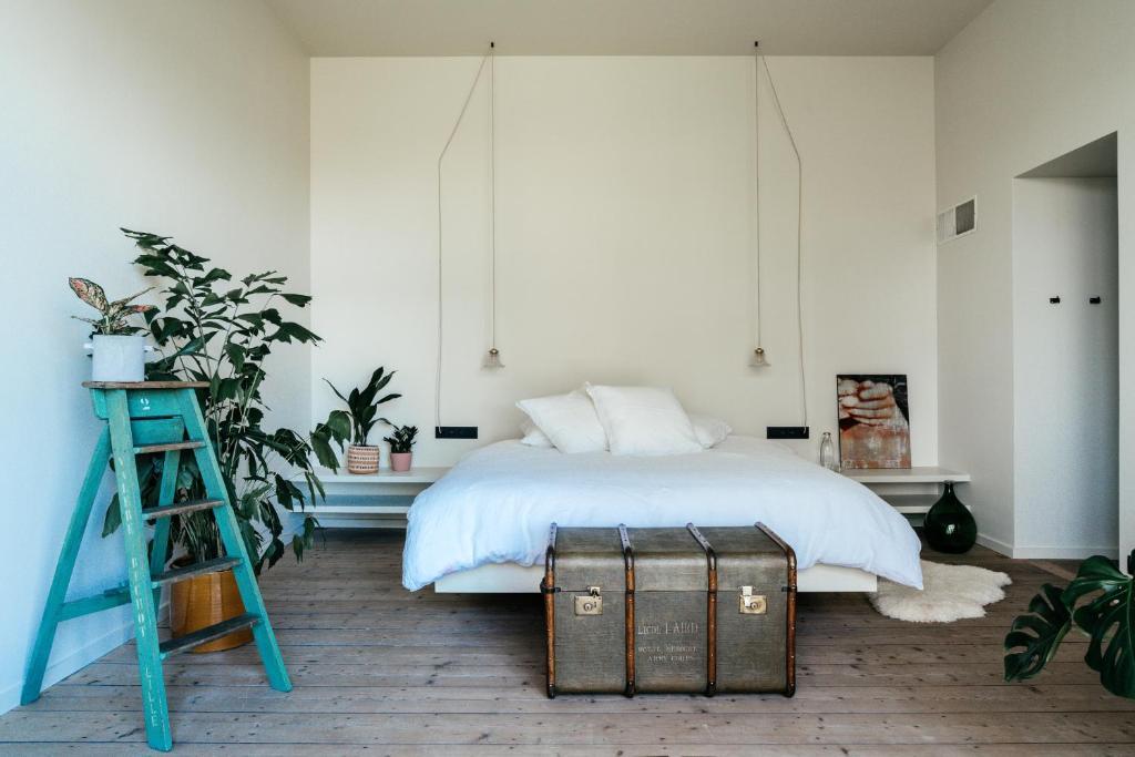 Een bed of bedden in een kamer bij Chambre d'Amis by Alix