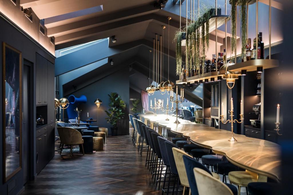 Ein Restaurant oder anderes Speiselokal in der Unterkunft Altstadthotel Weißes Kreuz - In der Fußgängerzone