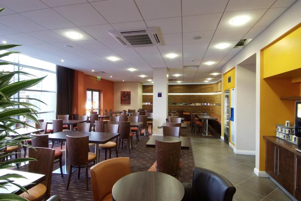 Holiday Inn Express CHELTENHAM TOWN CENTRE - Laterooms