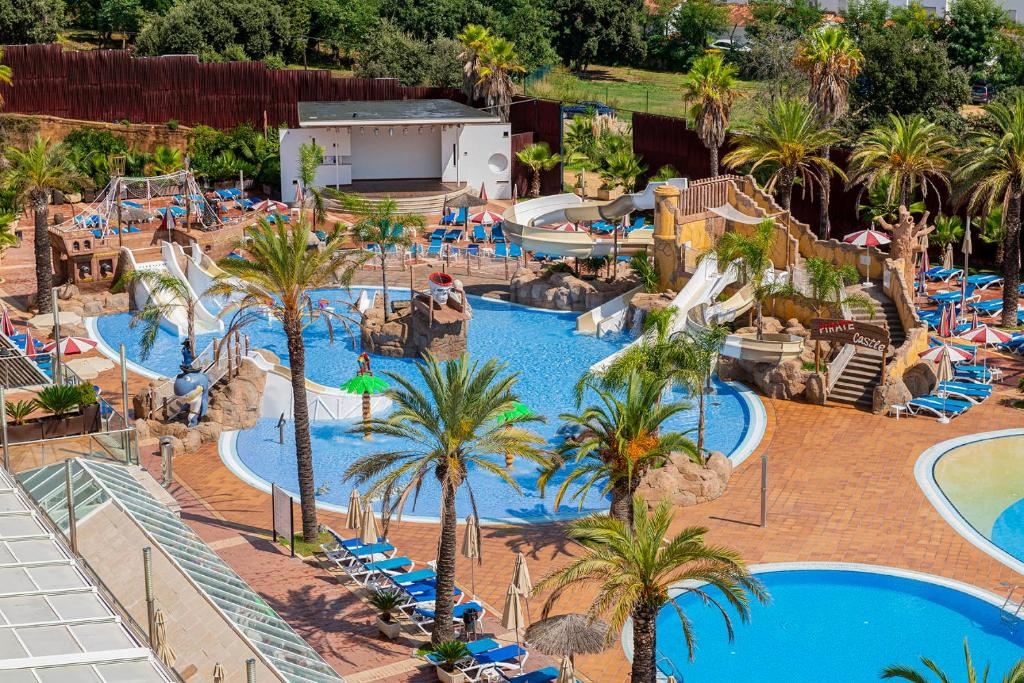 A view of the pool at Aparthotel Costa Encantada or nearby