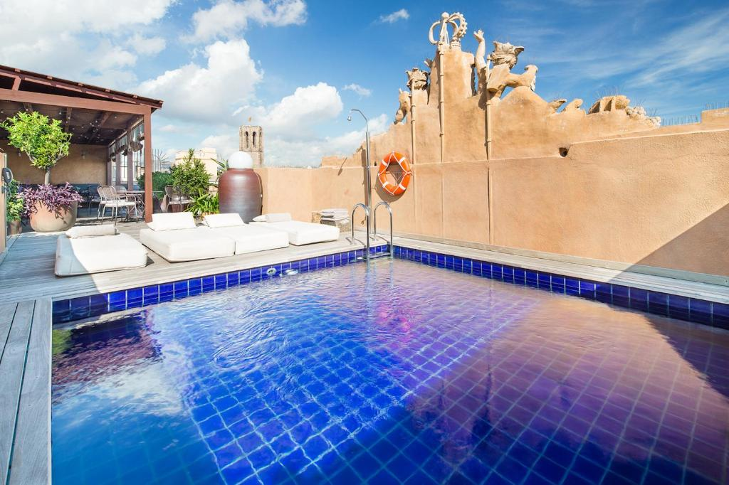 The swimming pool at or near Sonder l DO Plaça Reial