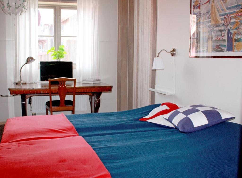 Säng eller sängar i ett rum på Seglarhotellet Käringön