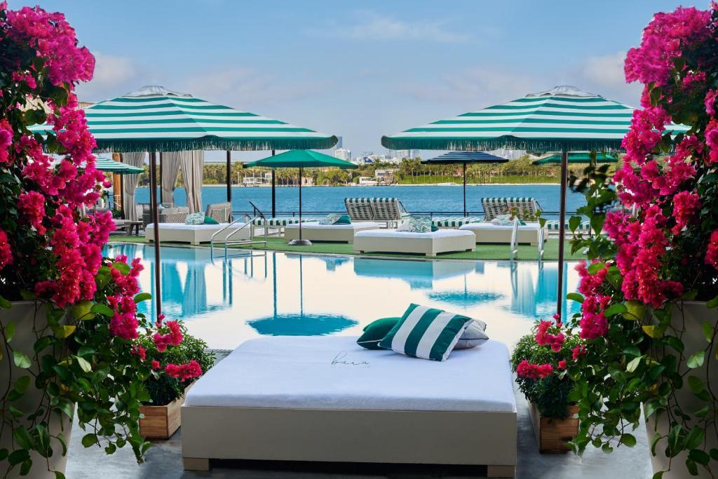 Het zwembad bij of vlak bij Mondrian South Beach