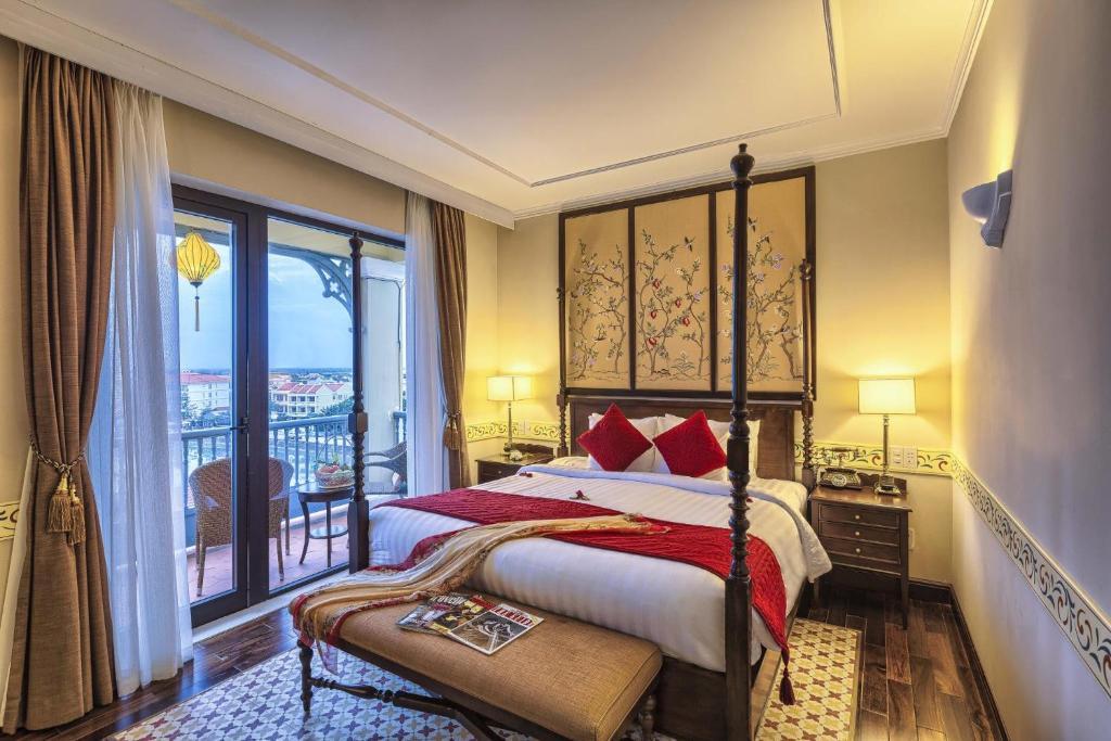 Ein Bett oder Betten in einem Zimmer der Unterkunft La Residencia . A Little Boutique Hotel & Spa