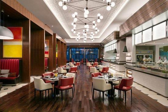 Um restaurante ou outro lugar para comer em Hyatt Regency Riyadh Olaya