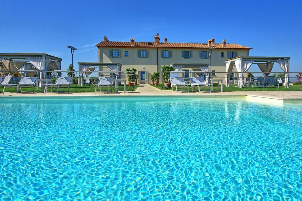 Toiano Apartment Sleeps 6 with Pool and WiFi