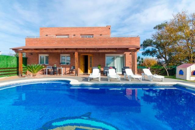 The swimming pool at or near El Llac del Cigne Villa Sleeps 10 Pool WiFi