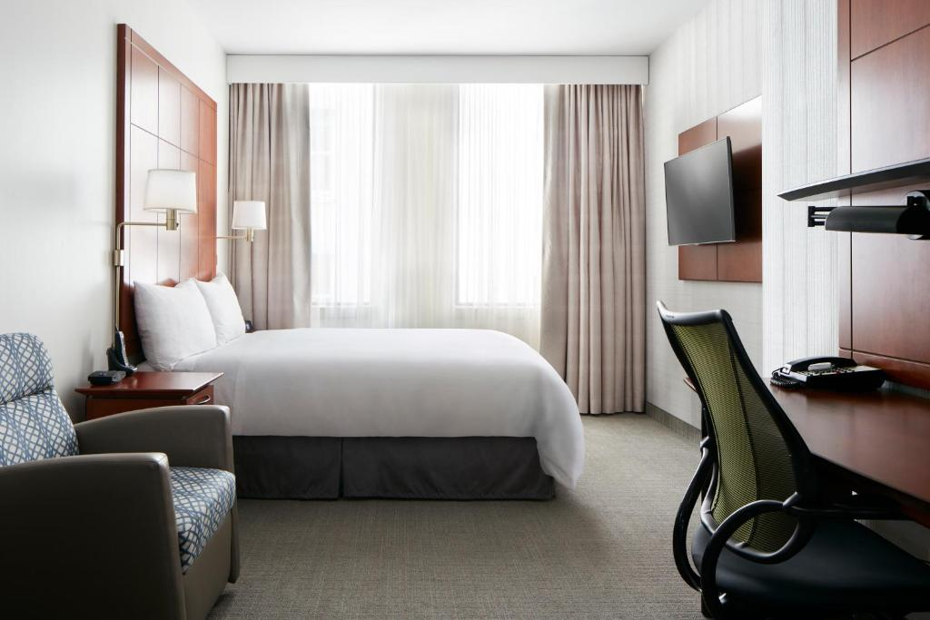 A bed or beds in a room at Club Quarters Hotel, Central Loop