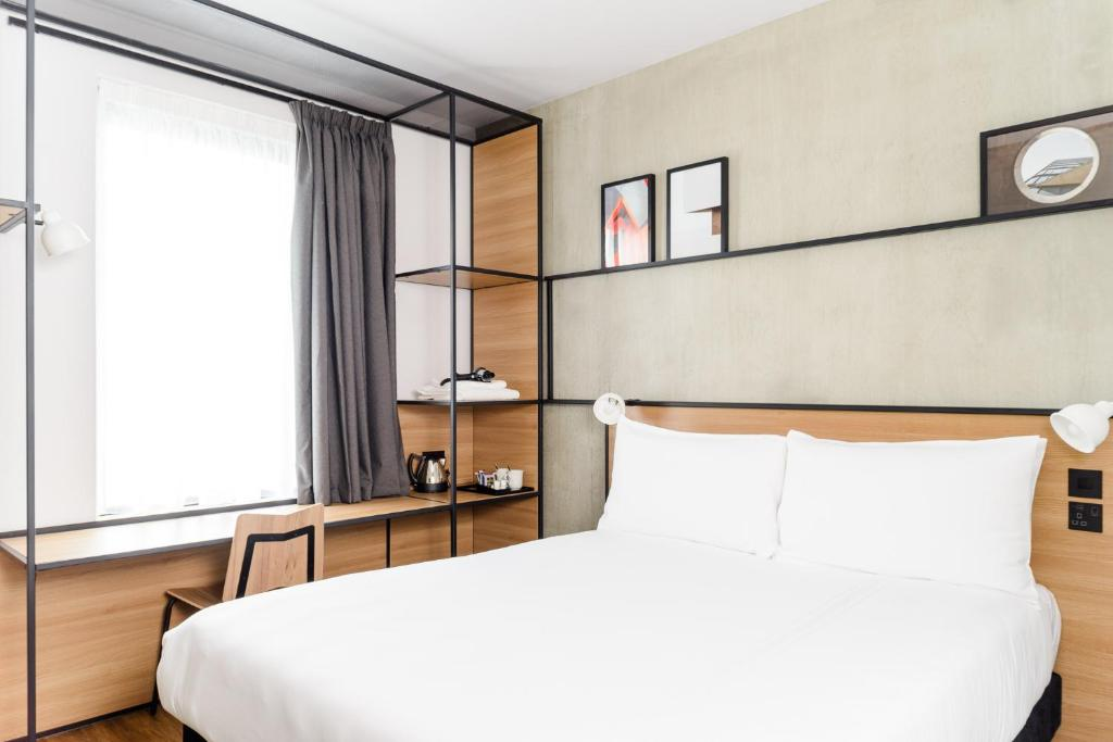 A bed or beds in a room at ibis Bridgwater, M5 Jct23