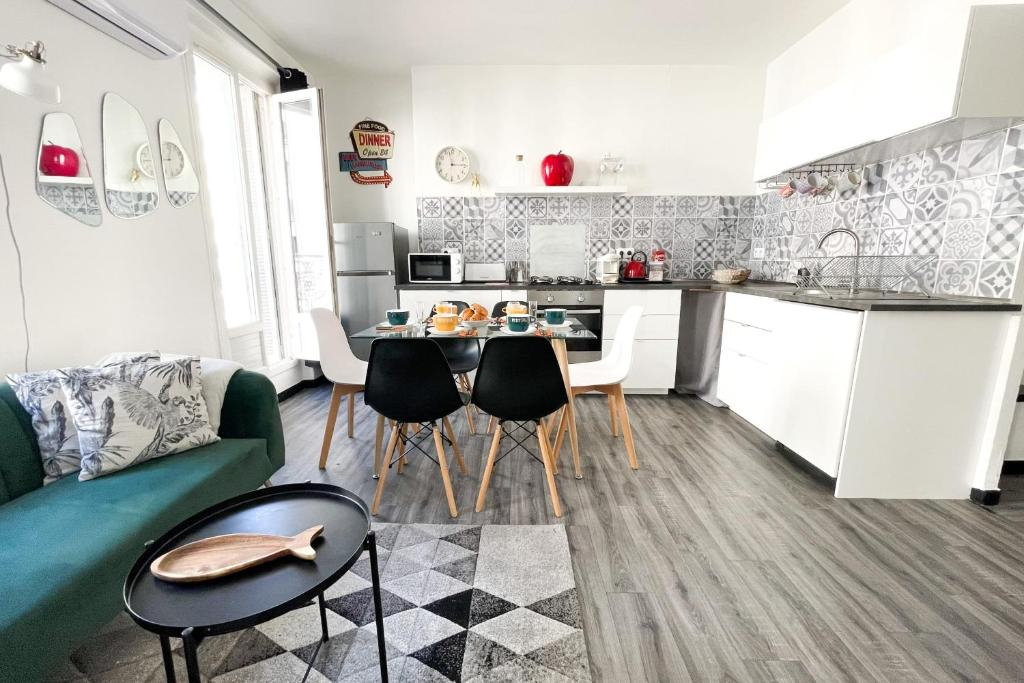 A kitchen or kitchenette at Large and cosy 3br flat at the doors of Panier in Marseille - Welkeys