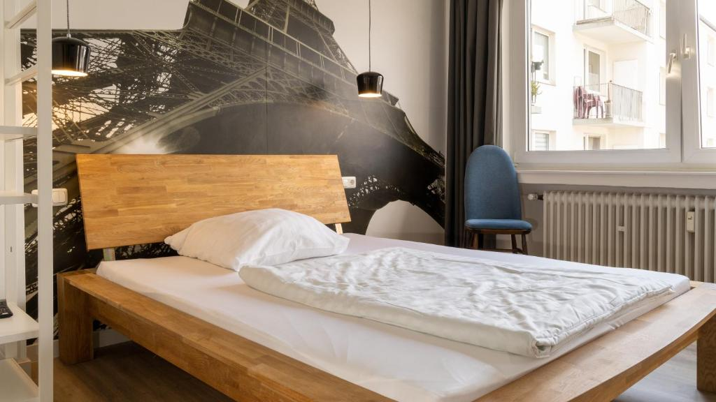 A bed or beds in a room at Ginius Homes- Paris atmosphere room