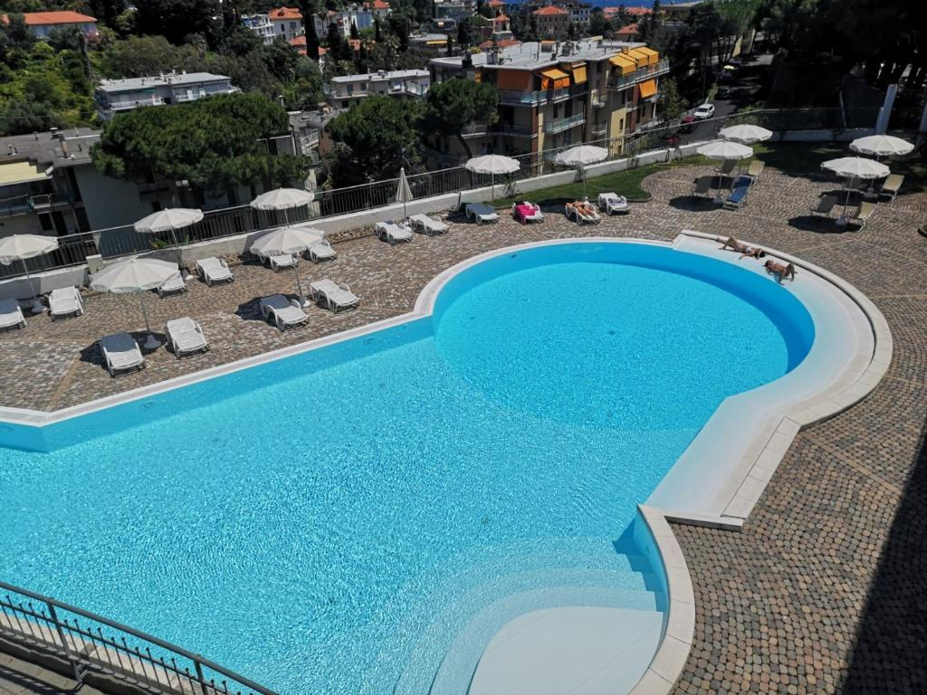 A view of the pool at Residence Modus Vivendi or nearby