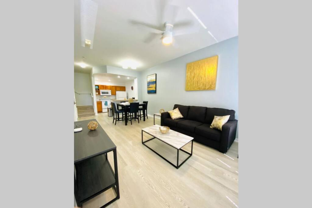 A seating area at LUXURIOUS AND REMODELED HOUSE, everything new!