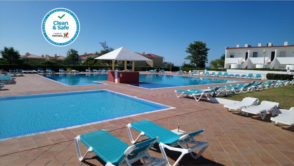 A piscina localizada em Quinta Das Figueirinhas & Quintinha Village ou nos arredores