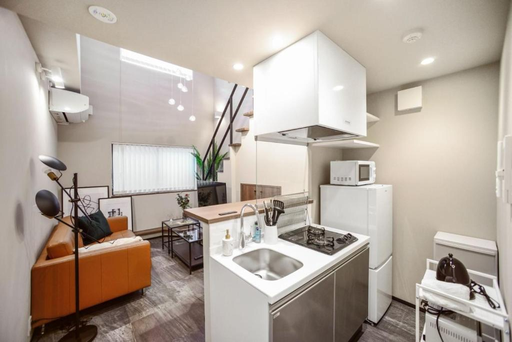 A kitchen or kitchenette at ALT STAY Azabudai - Vacation STAY 31654v