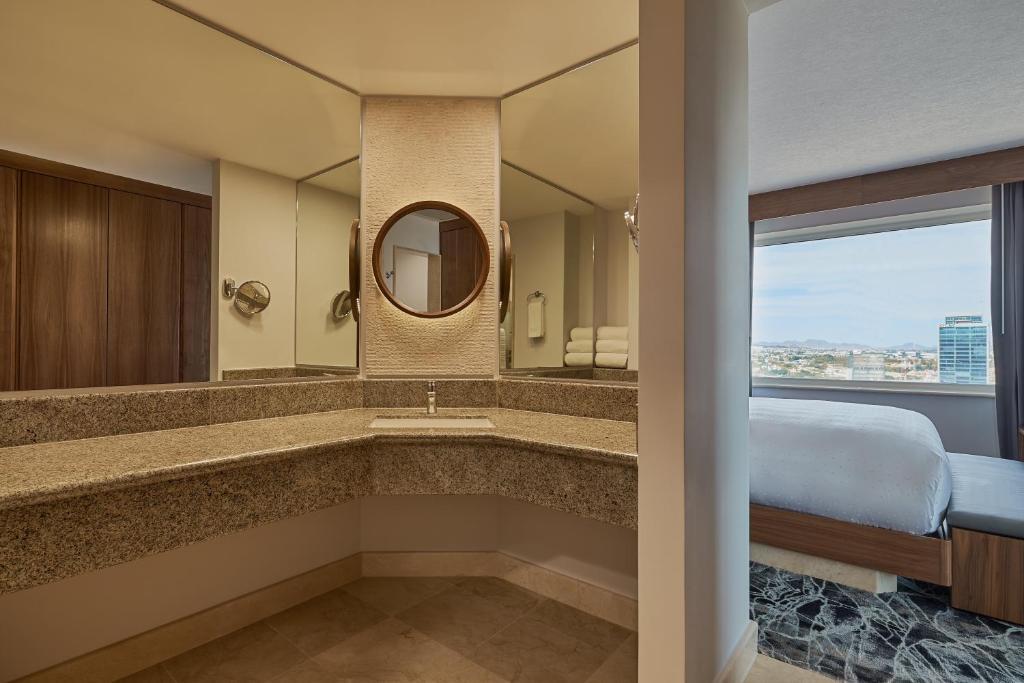 A bathroom at Grand Fiesta Americana Guadalajara Country Club