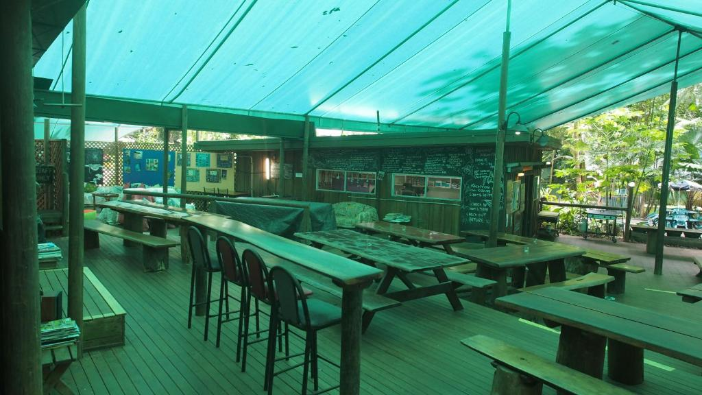 A restaurant or other place to eat at Daintree Crocodylus