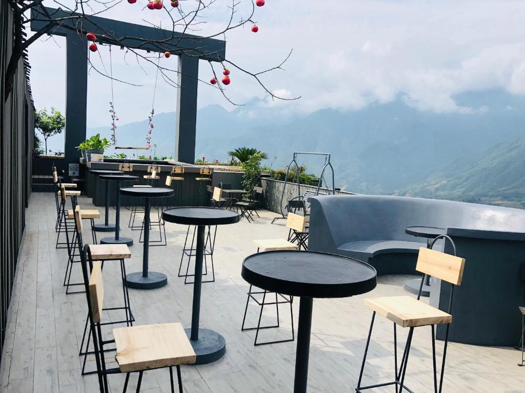 Khu vực lounge/bar tại Phuong Nam Hotel