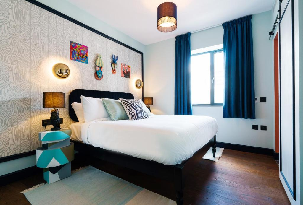 A bed or beds in a room at Selina Camden