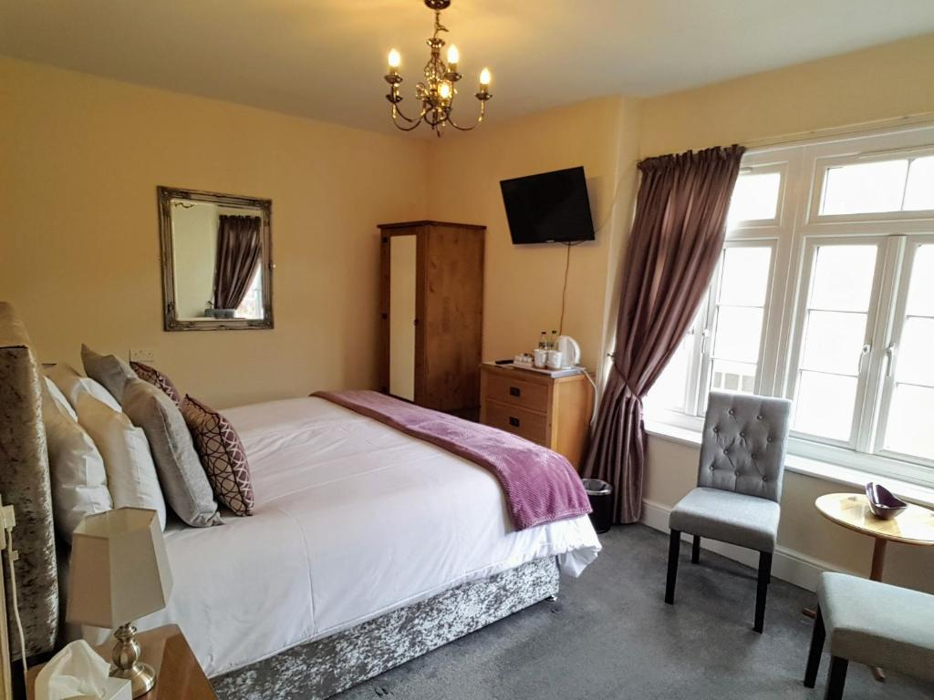 A bed or beds in a room at Kingsholm