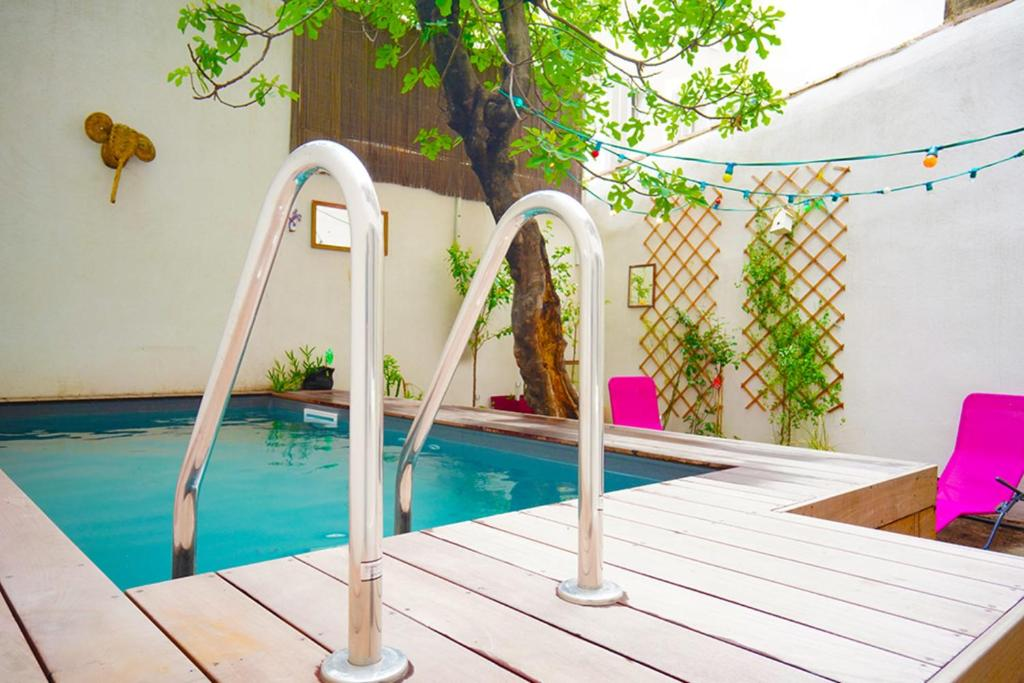The swimming pool at or close to SUPERB apartment with SWIMMING POOL in MARSEILLE
