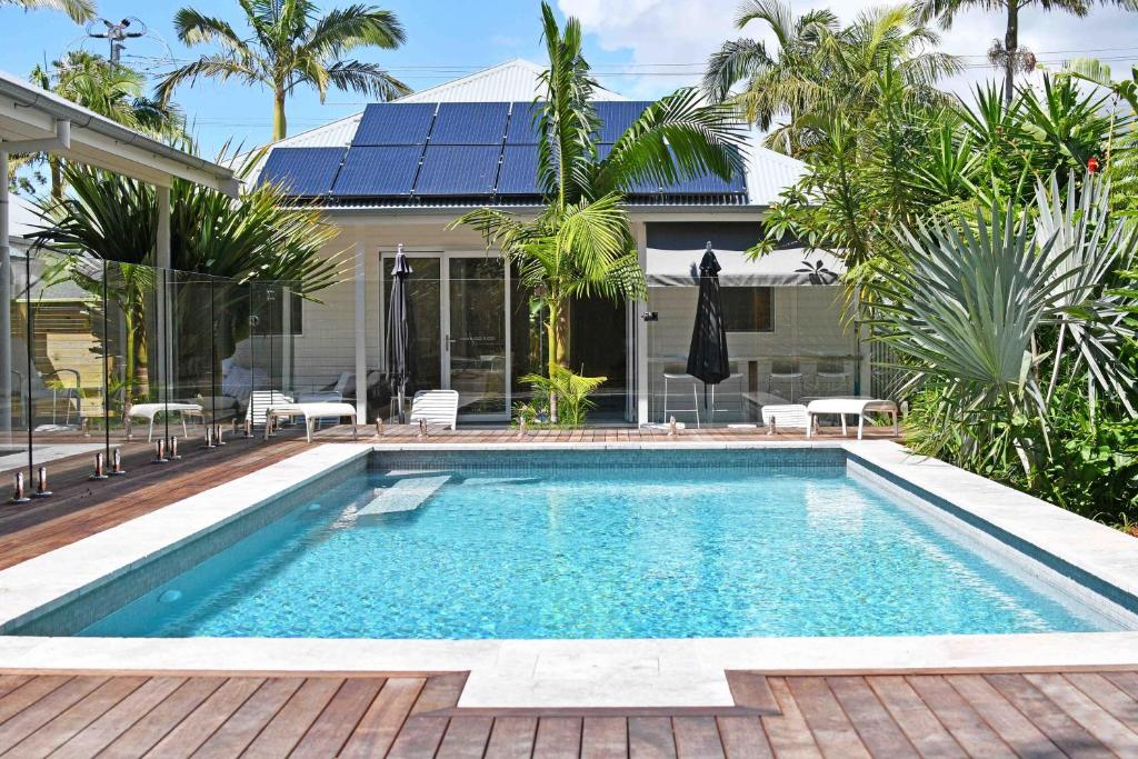 The swimming pool at or near Byron Palms Guesthouse (Adults-Only)